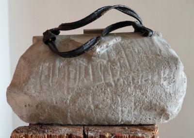 Beton Handtasche groß, von Renate Fukerider
