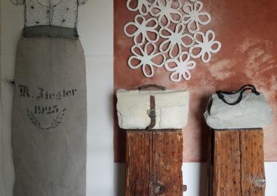 Betontaschen, Drahtobjekt als Wandobjekt für zu Hause.